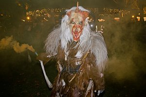 Perchtenlauf am Ebenfurther Adventmarkt, 28.11.2015